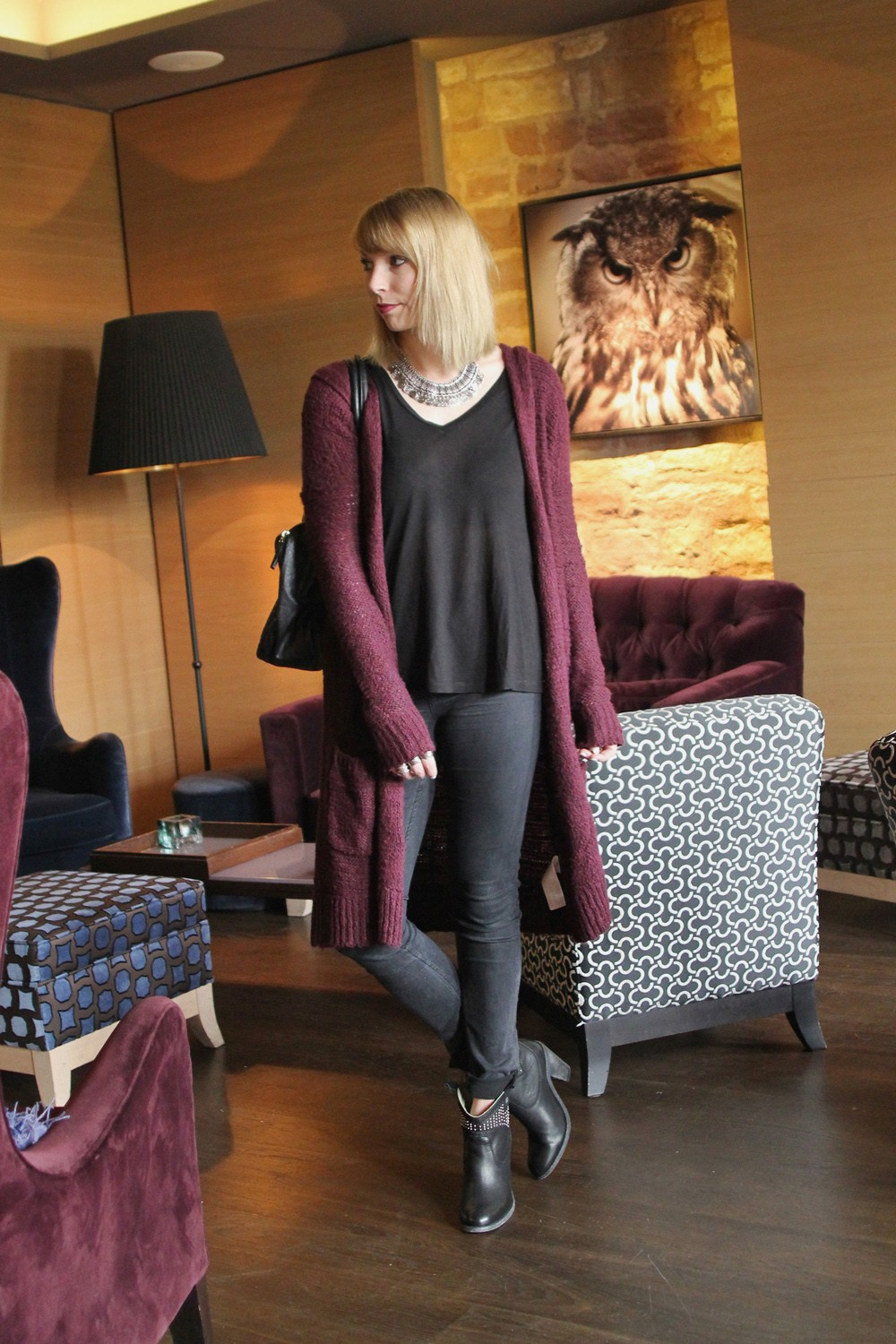 Outfit Longcardigan Jeans Shirt Stiefeletten