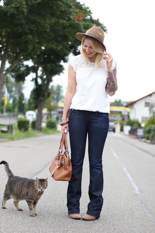 Bootcut Jeans Spitzenshirt 4