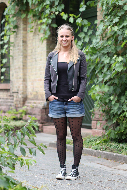 OOTD Shorts Lederjacke Herzstrumpfhosen 2 - Lavie Deboite