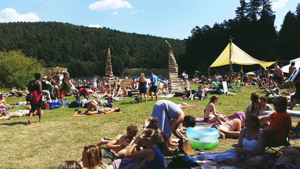 Am See beim Sound of the Forest Festival