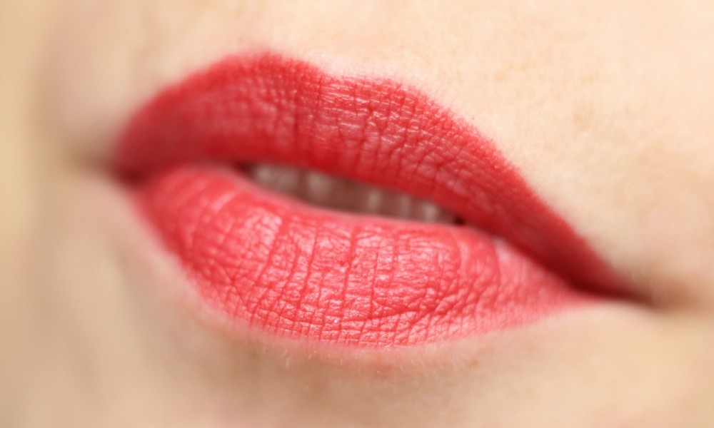 Catrice Ultimate Stay Lippenstift Behind the red curtain 2