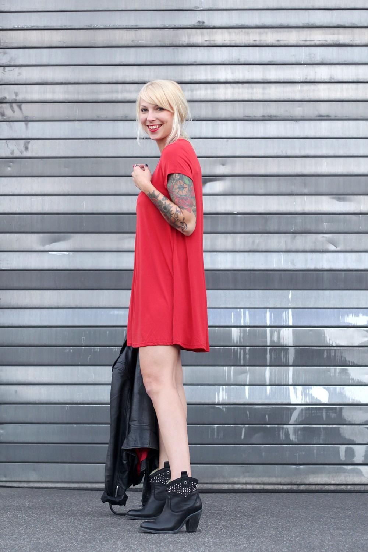 Outfit rotes Kleid Lederjacke Steifeletten OOTD 4