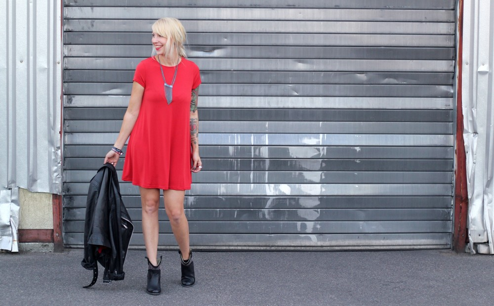 Outfit rotes Kleid Lederjacke Stiefeletten OOTD 10