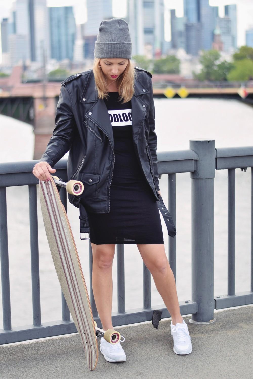 Outfit Fashionblogger Frankfurt Lederjacke Midikleid Sneaker 3