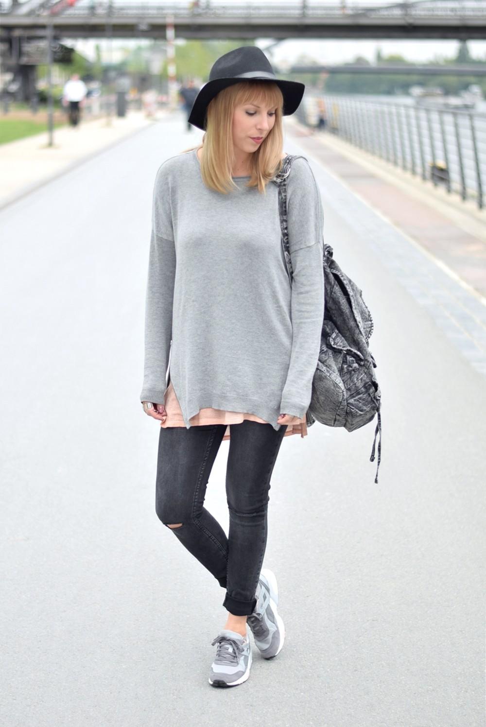 Puma Vashtie Outfit grau Jeans Sweater 11