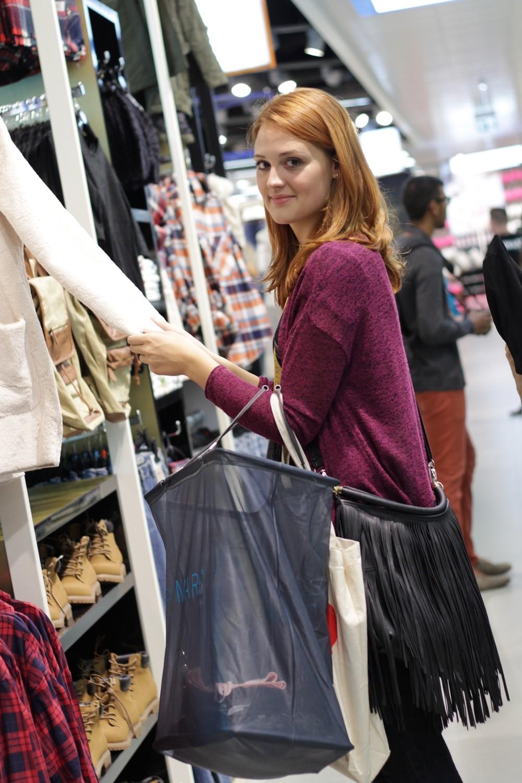 Sarah beim Shoppen