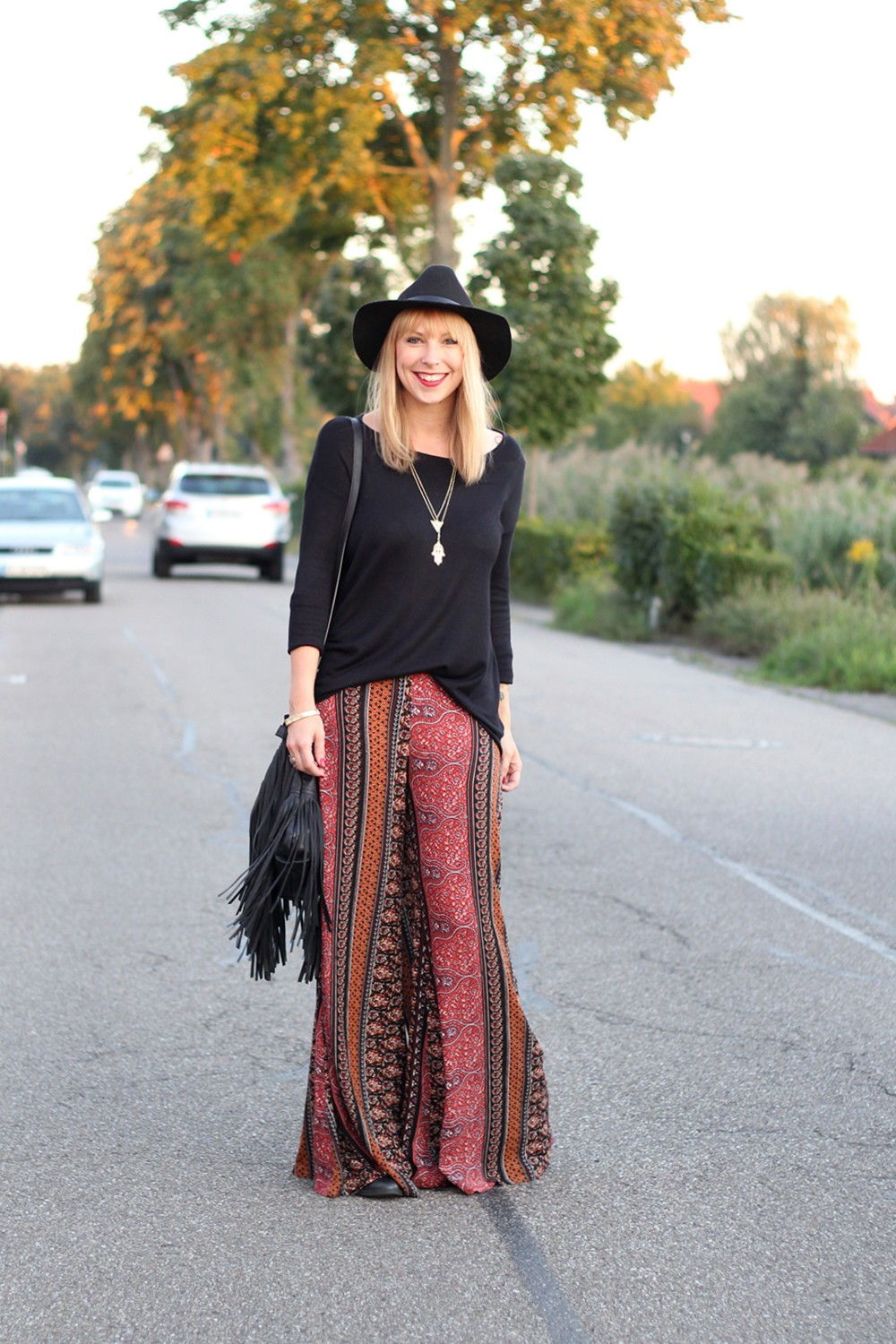 Fashinblogger Karlsruhe Mannheim Outfit Palazzohosen Pull and Bear Sweater Hut Fransentasche 5