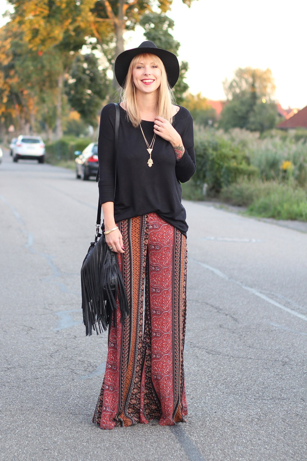 Fashinblogger Karlsruhe Mannheim Outfit Palazzohosen Pull and Bear Sweater Hut Fransentasche 6