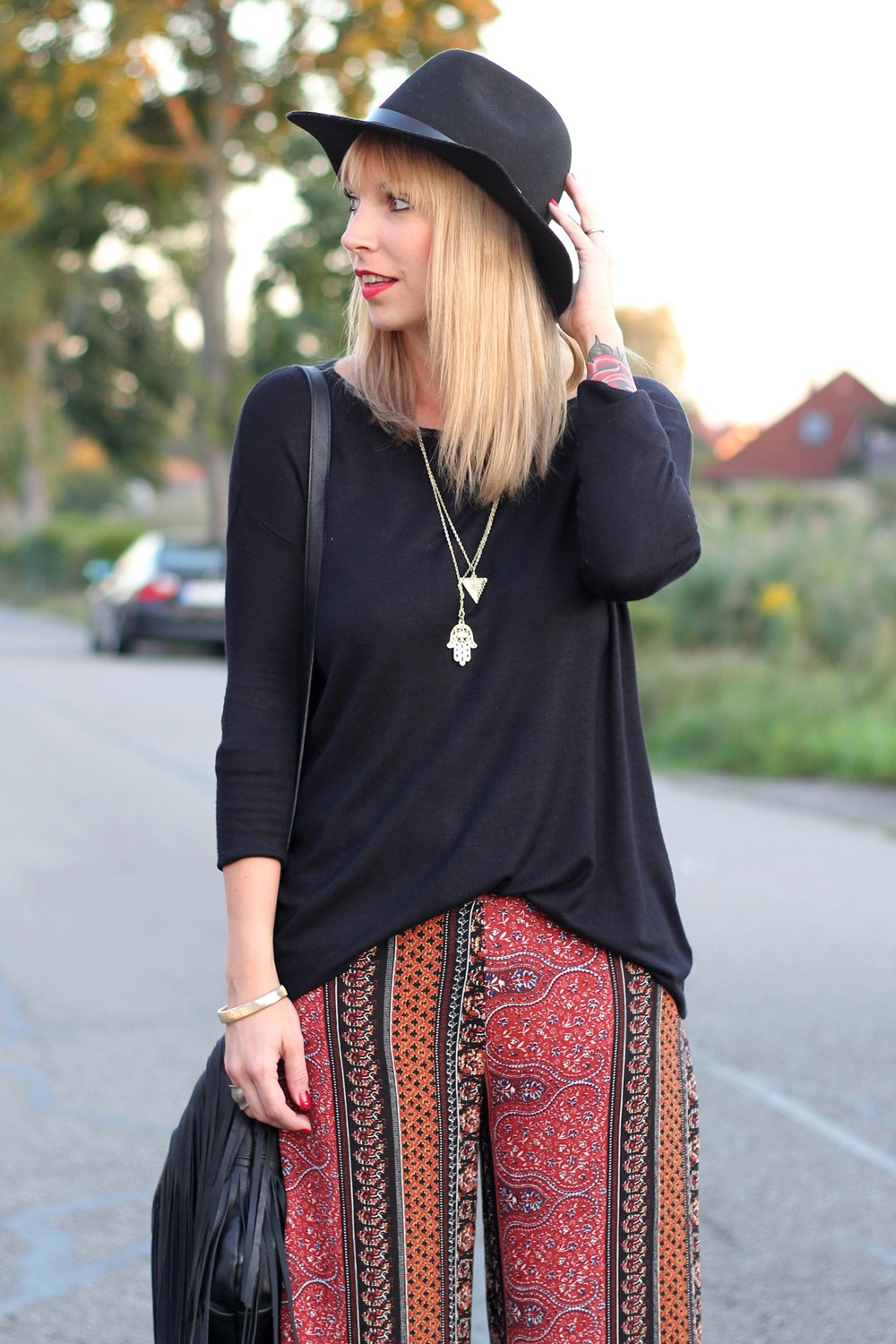 Fashinblogger Karlsruhe Mannheim Outfit Palazzohosen Pull and Bear Sweater Hut Fransentasche 7