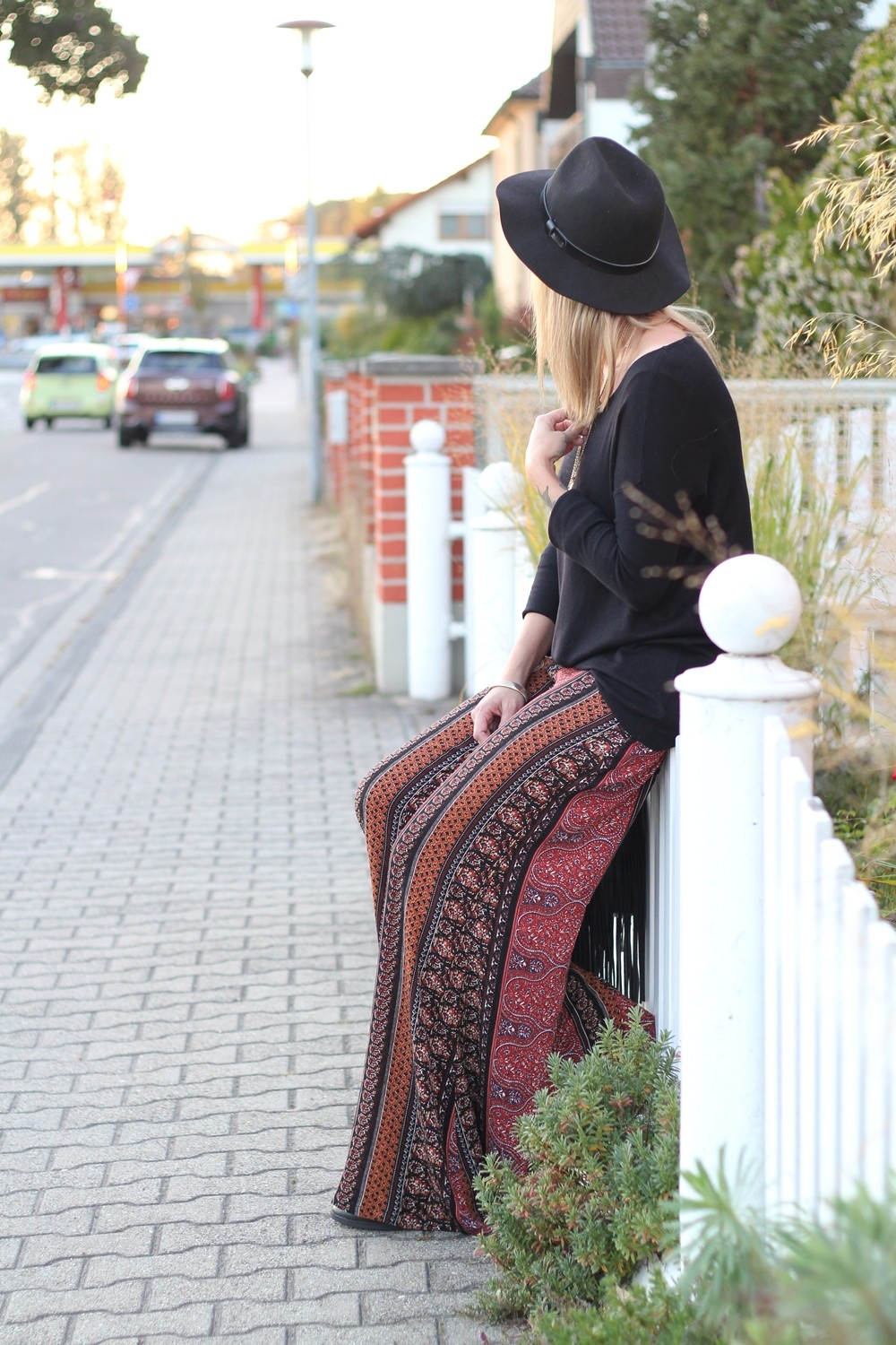 Fashinblogger Karlsruhe Mannheim Outfit Palazzohosen Pull and Bear Sweater Hut Fransentasche 8