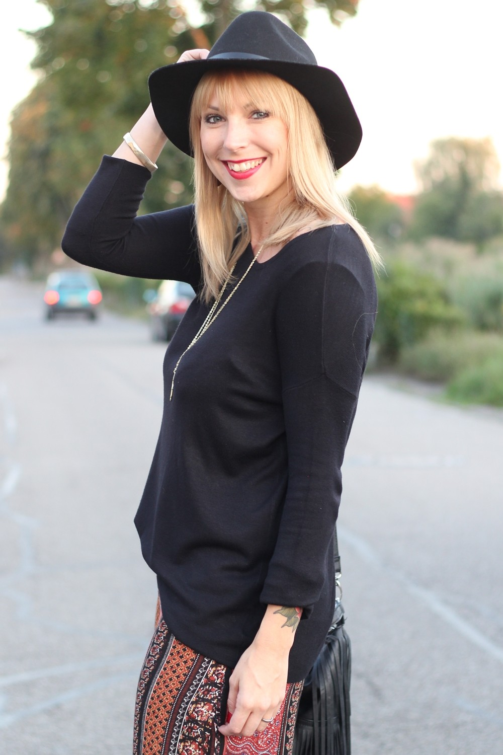 Fashinblogger Karlsruhe Mannheim Outfit Palazzohosen Pull and Bear Sweater Hut Fransentasche 9