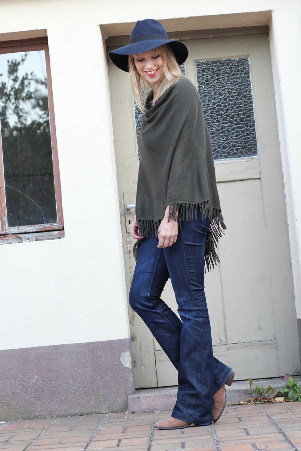 Outfit New Look Poncho Flared Jeans Hut 5