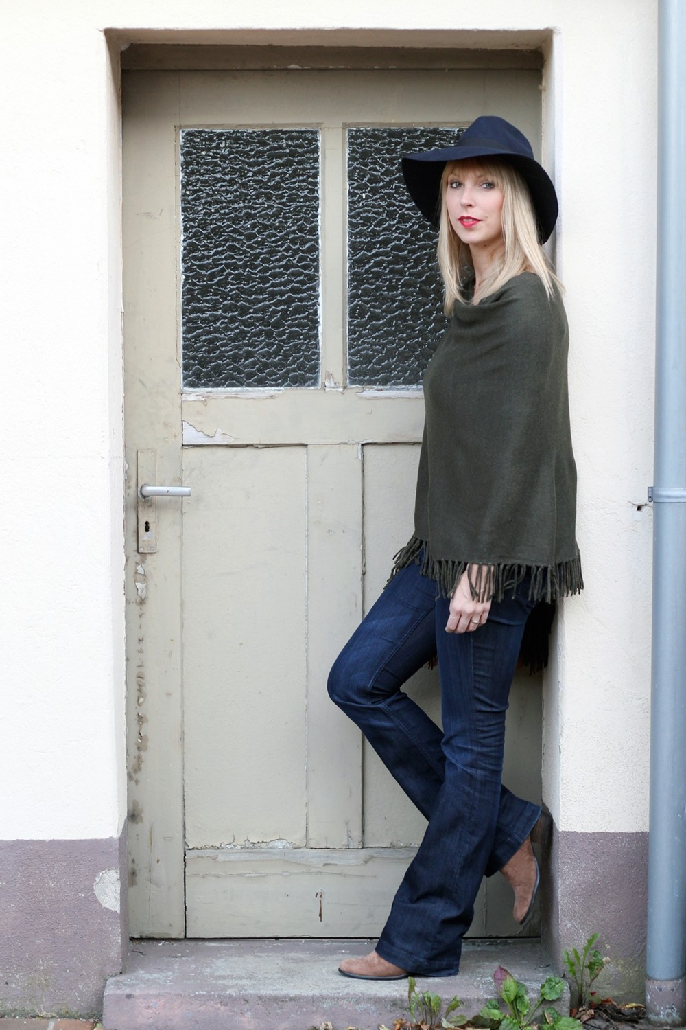 Outfit New Look Poncho Flared Jeans Hut 6