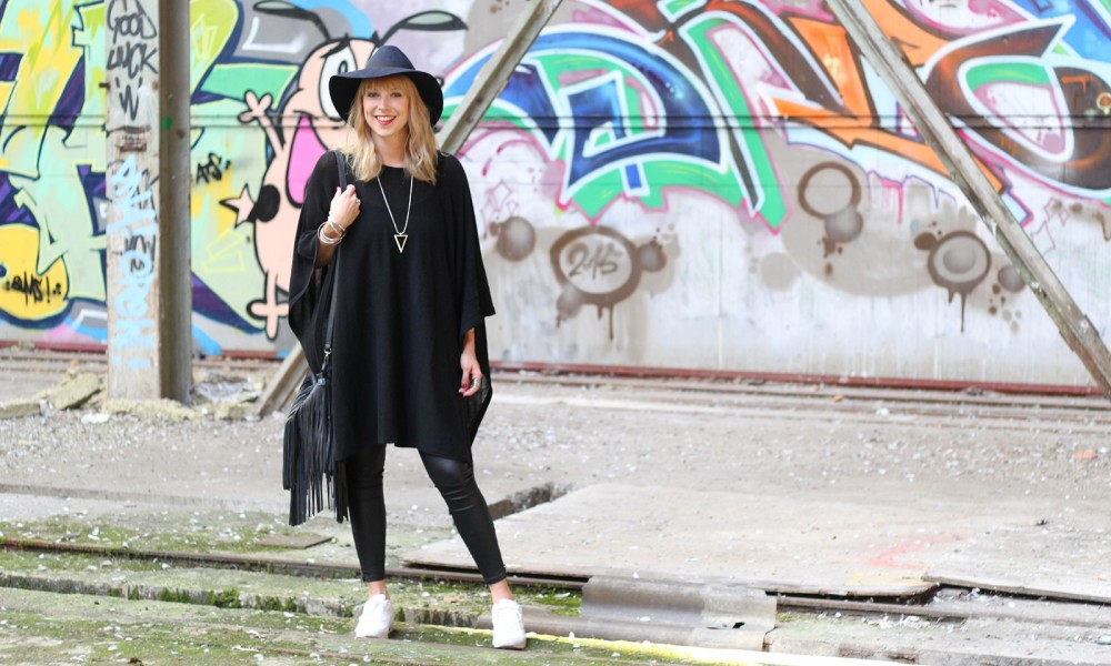 Outfit Poncho Hut C&A Lederhose Only Sneaker Deichmann Fransentasche Pieces 8