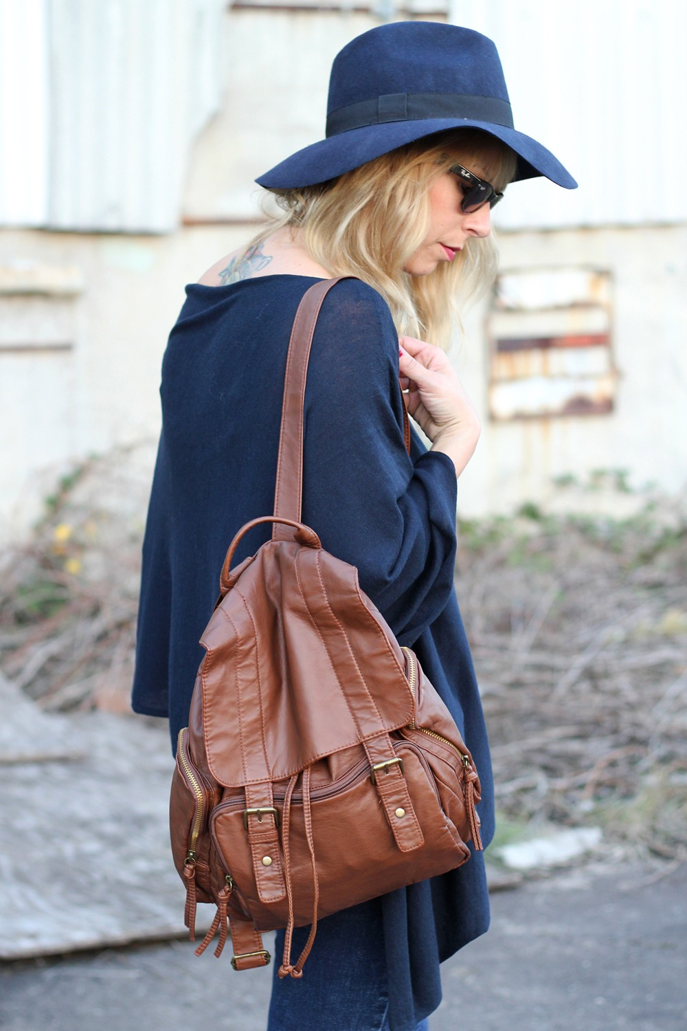 Outfit Poncho Otto Bullboxer Stiefel Casio Rosegold Rayban Rucksack 7