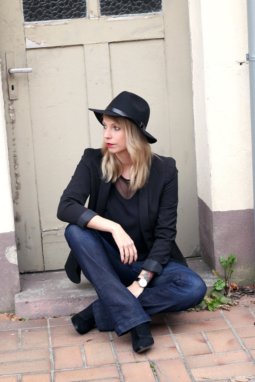 Outfit Schlagjeans Blazer Shirt Hut Fashionblogger Karlsruhe (64)