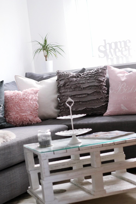 Wohnzimmer Palettentisch mit Rollen Couch