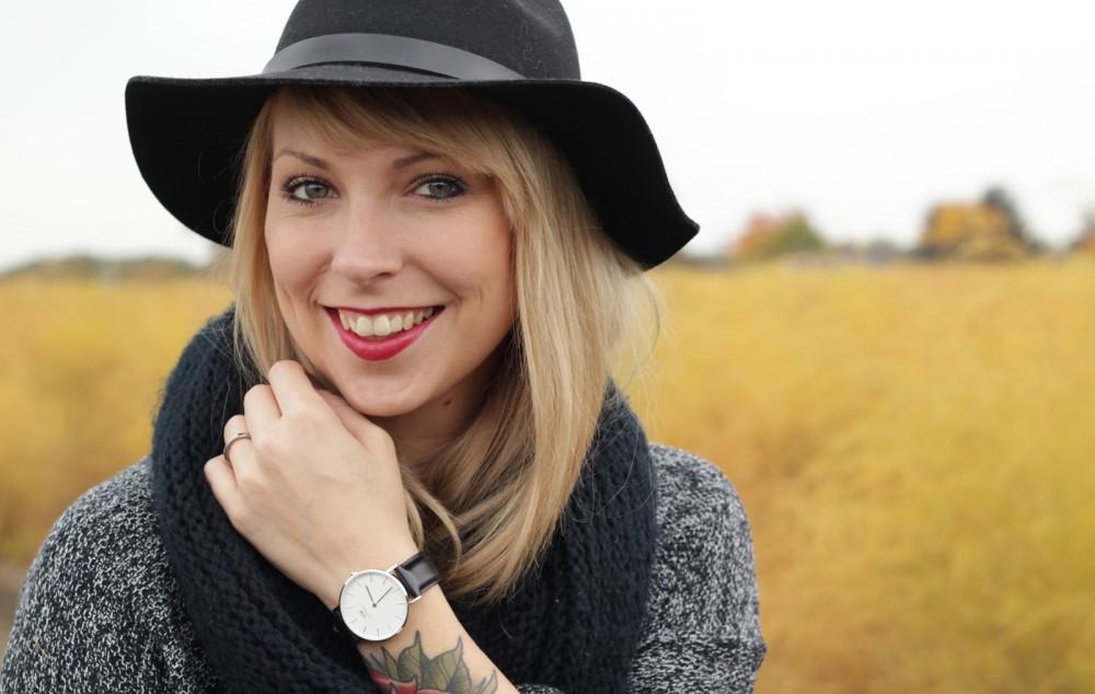 Outfit Fashionbloggerin Karlsruhe Jeansrock Knopfleiste Overknees Hut Strickpulli 1 (3)