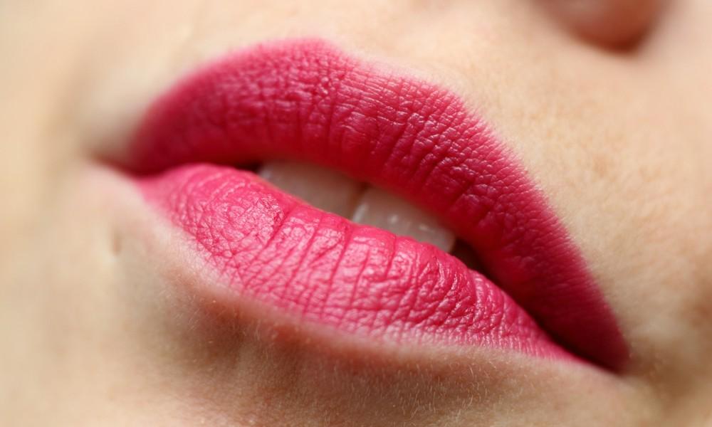 Rival de Loop Berlin Lipstick 107 Swatch Lippenstift