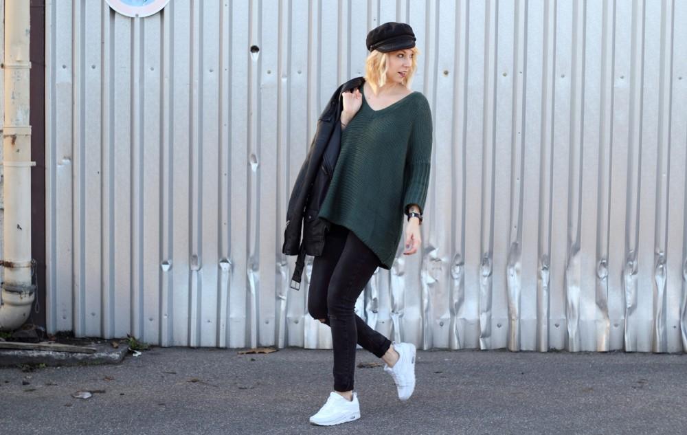 Outfit Vero Moda Strickpullover Jeans weisse Sneaker Mütze 6