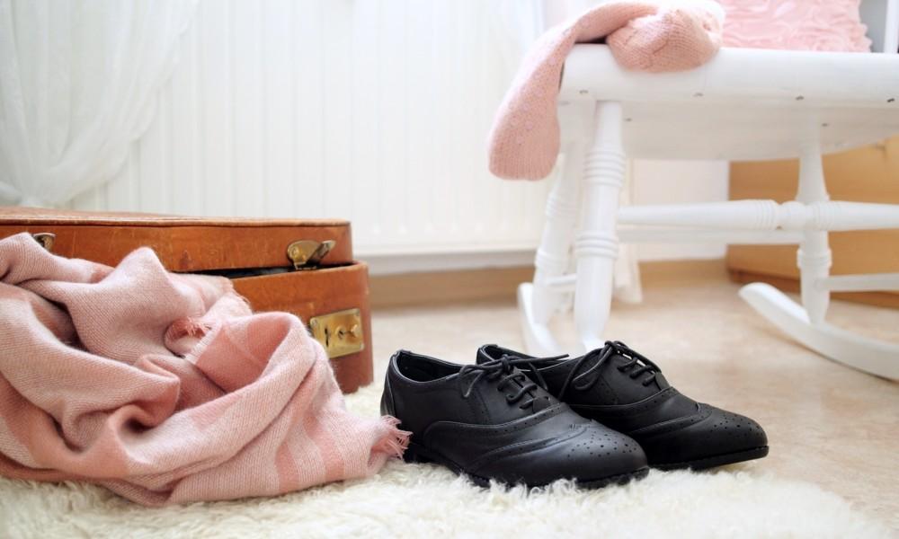 Wohnung Einrichtung Deko alter Koffer Fellteppich Schuhe New Look