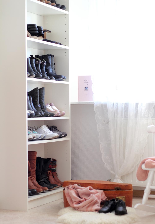 Wohnung Garderobe Schuhschrank Billy Ikea Deko alter Koffer ...