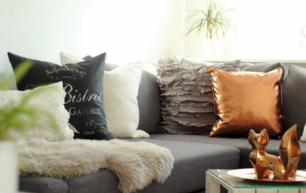 Wohnzimmer Deko Couch Ikea Kupfer weiss grau Fuchs Palettentisch