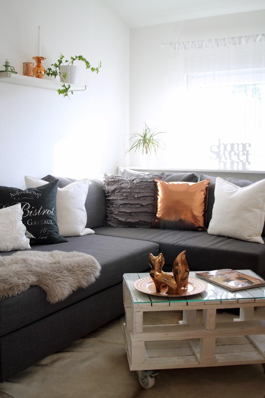 Wohnzimmer Deko Couch Ikea Kupfer weiss grau Fuchs Palettentisch 4