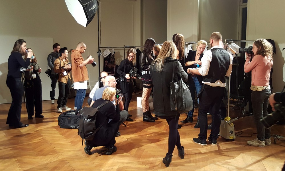 Backstage Fitting Fashion Week Berliner Mode Salon Januar 2016