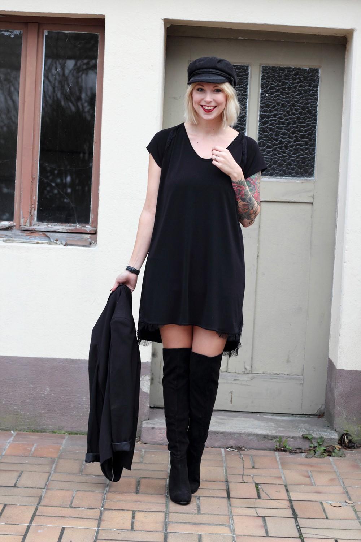 Fashionblogger Karlsruhe Outfit OOTD Kleid Blazer Overknees Mütze schwarz 11