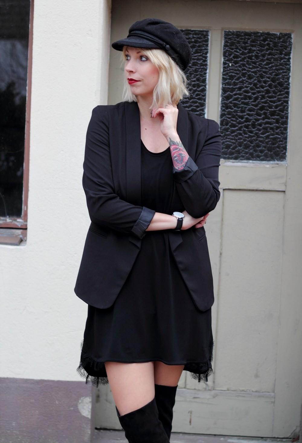 Fashionblogger Karlsruhe Outfit OOTD Kleid Blazer Overknees Mütze schwarz 6