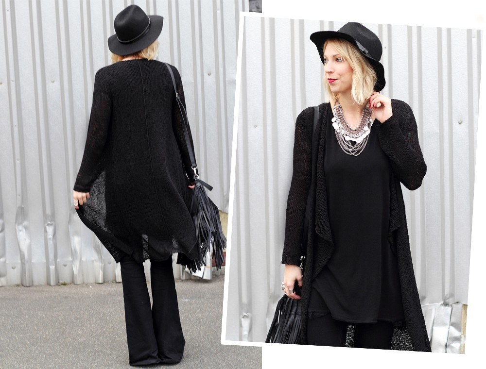 Fashionblogger Karlsruhe Outfit all in black Flared Jeans Cardigan Hut Fransentasche Kleid 6
