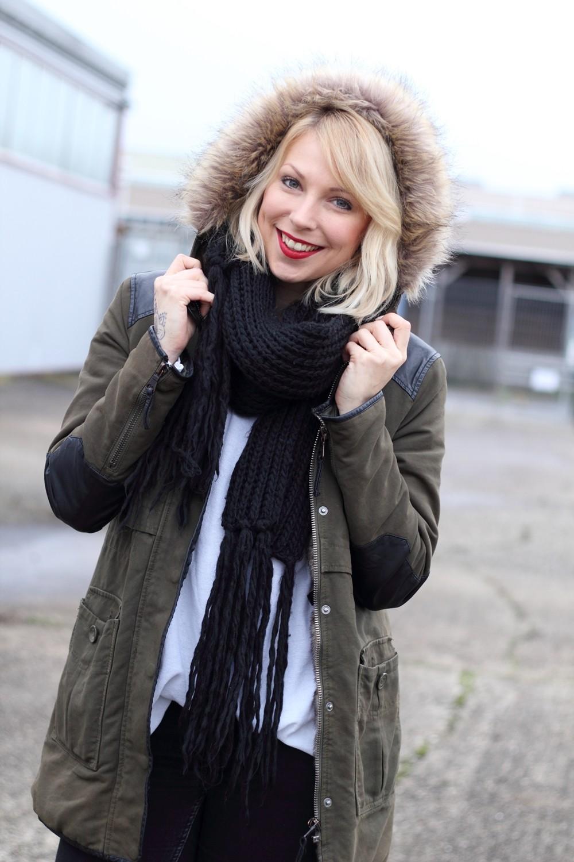 Fashionbloggeri Karlsruhe Outfit Parka Zara Sneaker Deichmann Jeans Sweater Schal 10