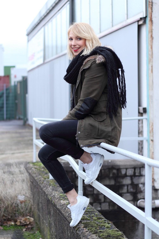 Fashionbloggeri Karlsruhe Outfit Parka Zara Sneaker Deichmann Jeans Sweater Schal 13
