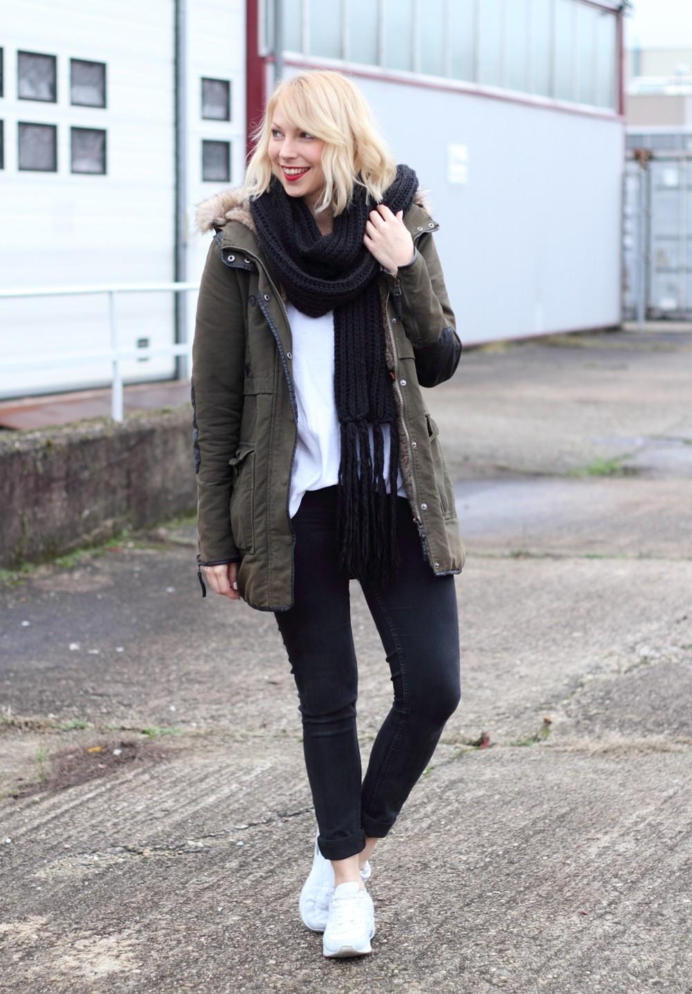 Fashionbloggeri Karlsruhe Outfit Parka Zara Sneaker Deichmann Jeans Sweater Schal 8