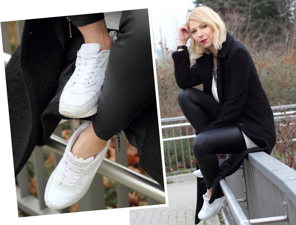 Fashionbloggerin Karlsruhe Outfit Lederhosen Sneaker Sweater langer Mantel 2