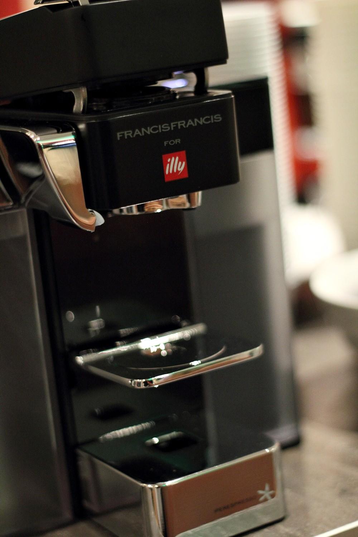 Illycaffee Y5 MILK IPERESPRESSO