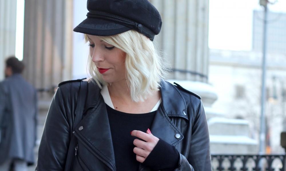 Outfit OOTD Berlin Fashion Week Flared Jeans Lederjacke Fransentasche Bakemütze 10
