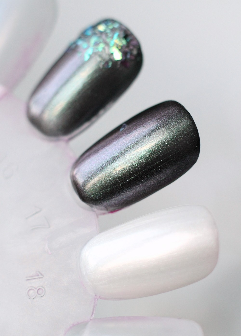P2 Limited Edition The future is mine Space Glam Nagellacke Swatch