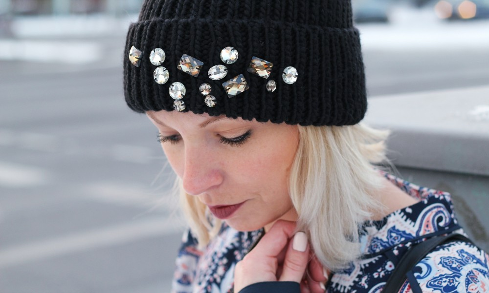 Streetstyle Berlin Outfit Fashionblogger Beanie mit Glitzersteinen Pieces About You