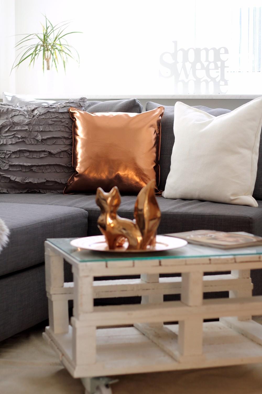 Wohnzimmer Deko Couch Ikea Kupfer weiss grau Fuchs Palettentisch 3