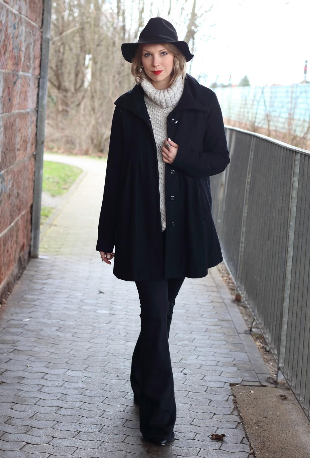 Outfit Schlagjeans Rollkragenpullover Hut Fransentasche 19