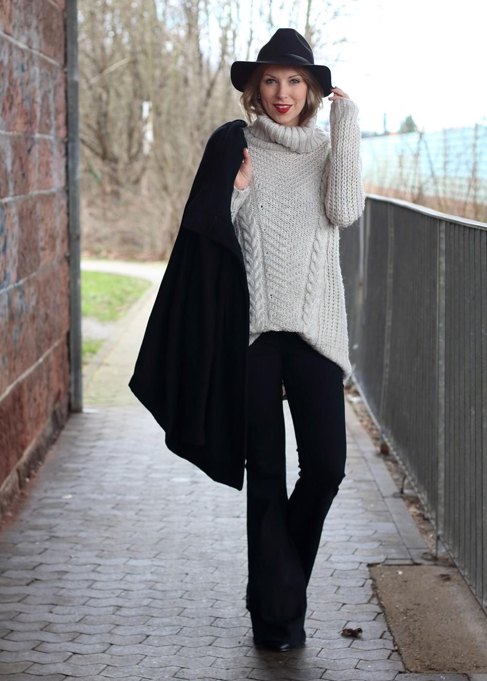 Outfit Schlagjeans Rollkragenpullover Hut Fransentasche 20