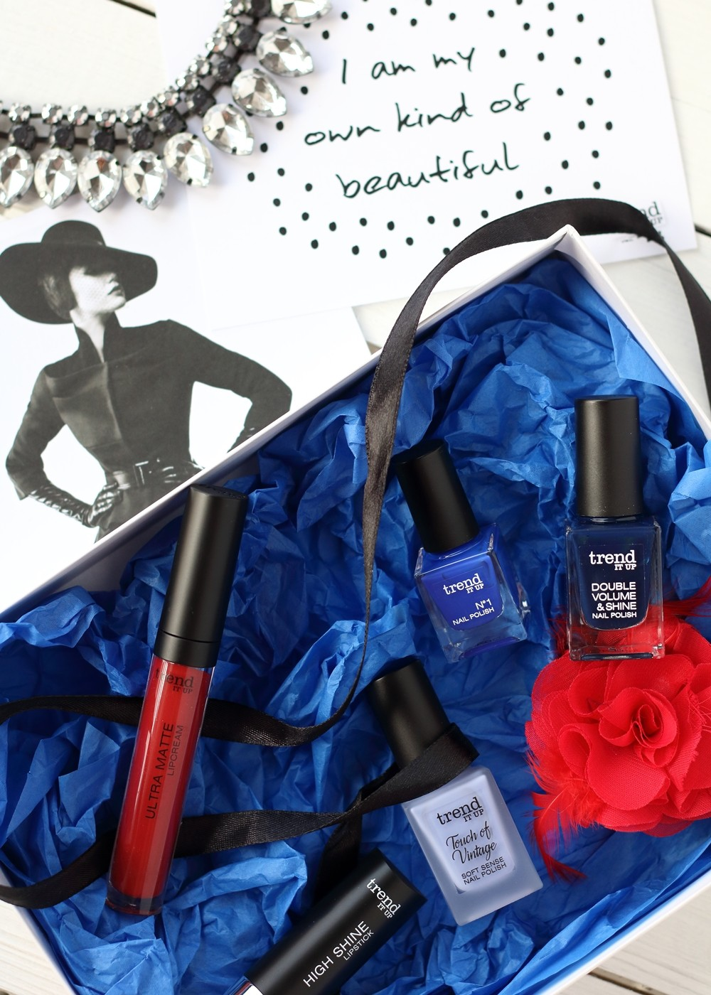 Trend it Up Box Bloggerevent rot blau Nagellack Lippenstift 3
