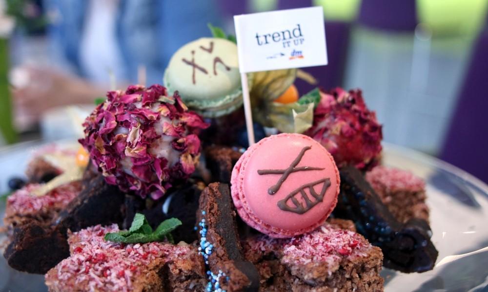 Trend it up Bloggerevent Düsseldorf Frühstück Brownies Macarons