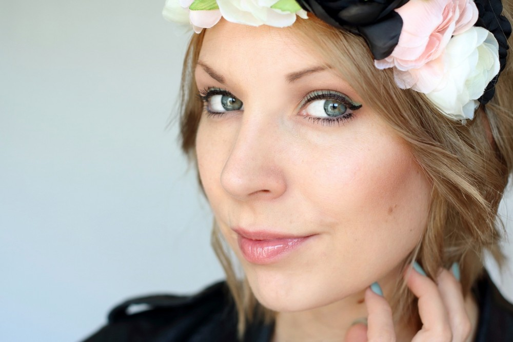 Festival Make Up Trend it up bunter Eyeliner Touch of Vintage Blumenkranz 2