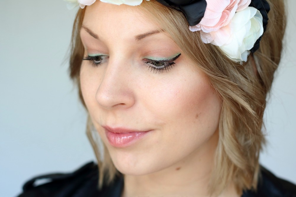 Festival Make Up Trend it up bunter Eyeliner Touch of Vintage Blumenkranz (3)