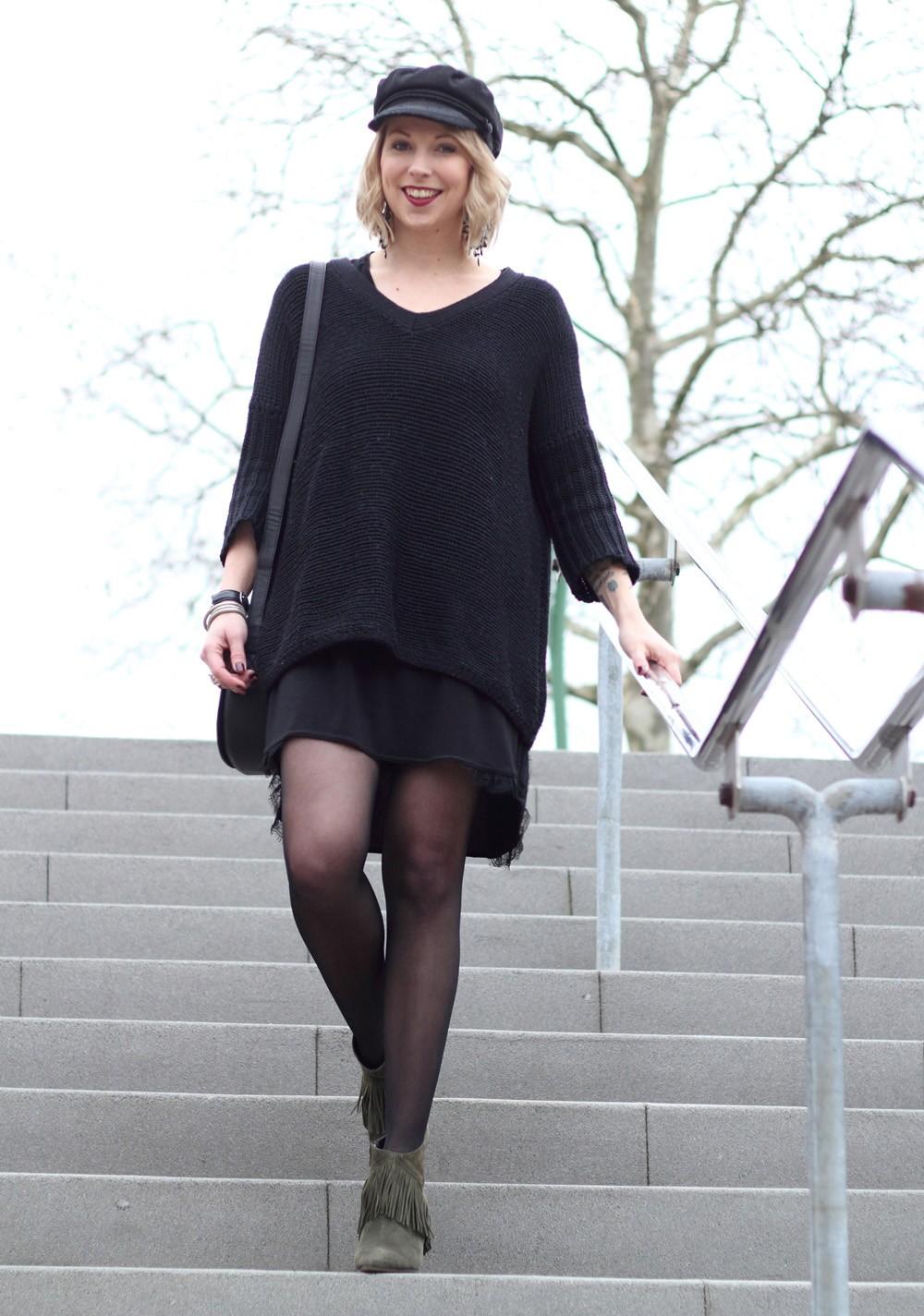 Outfit Stiefeletten Fransen Sacha Kleid Mango Sweater Noisy May Bakermütze 1 (2)
