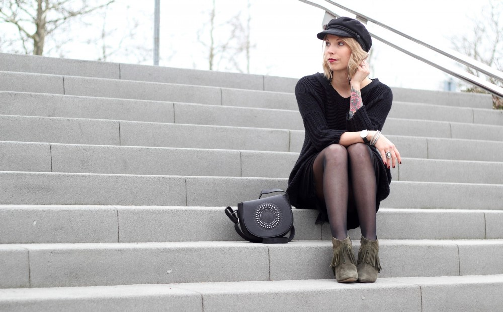 Outfit Stiefeletten Fransen Sacha Kleid Mango Sweater Noisy May Bakermütze 1 (5)
