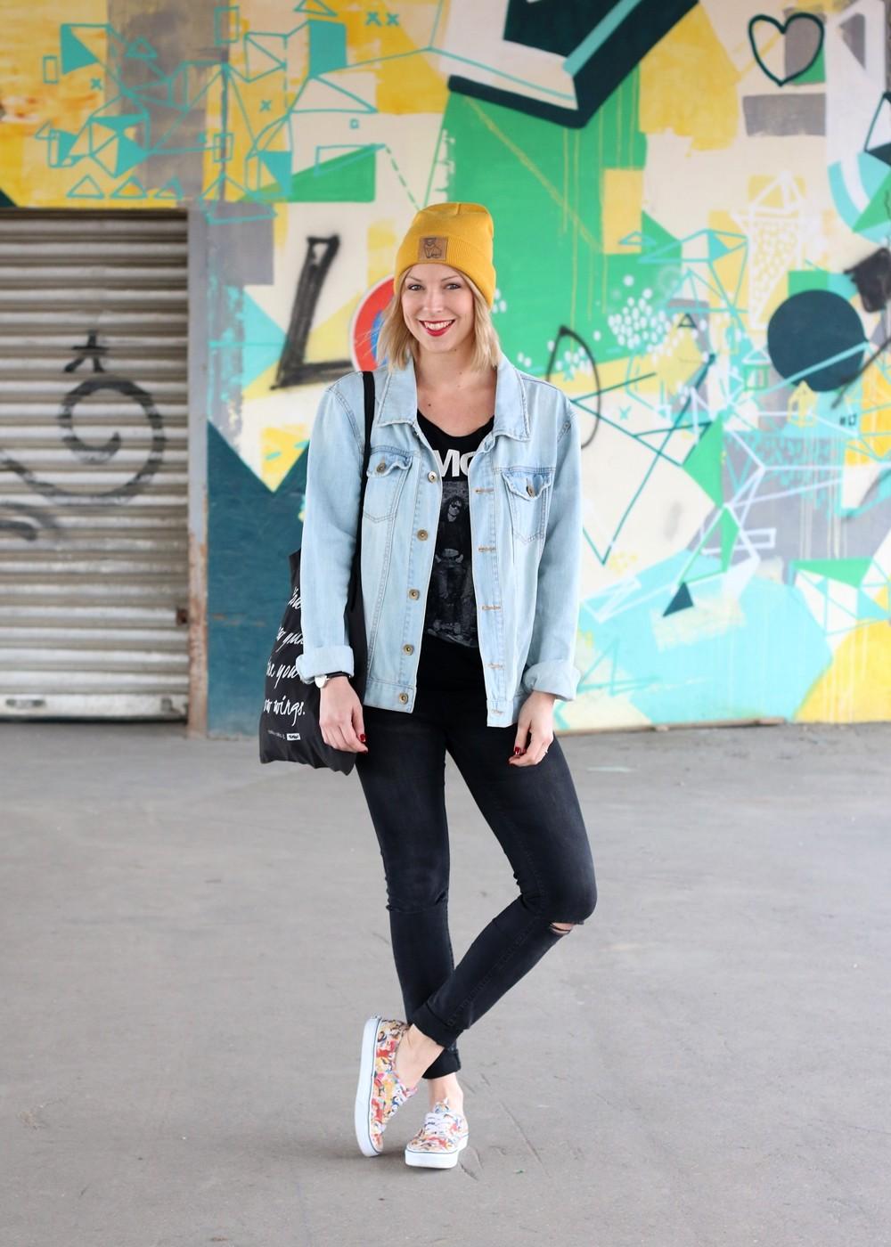 Fahionblogger Outfit Vans Disney Jeansjacke Beanie Fuchs Weebit (2)